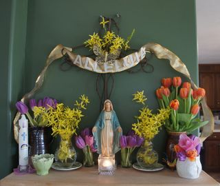 Monday mantel 5
