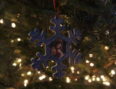 Advent joy ornament 1