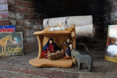 Creche in hearth