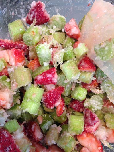 Rhubarb crisp 1